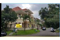 Dijual Rumah Mewah Graha Family Selatan