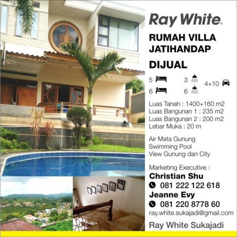 Dijual Villa Strategis Ada Kolam di Jatihandap Bandung