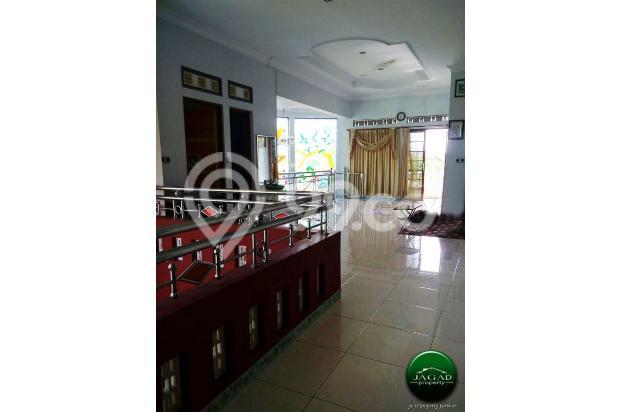 Rumah Mewah dengan Kolam Renang jalan Umbul Permai ( RN 08 ) 18427653