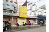 Toko di area bisnis Banjarsari