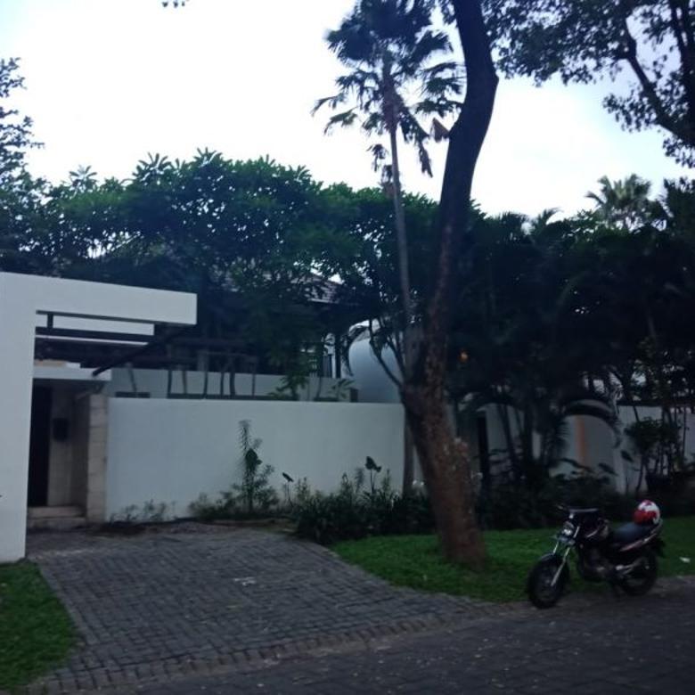 Rumah ISEN Ciamik! Lingkungan Mewah Full furnish! Ada Swimming pool
