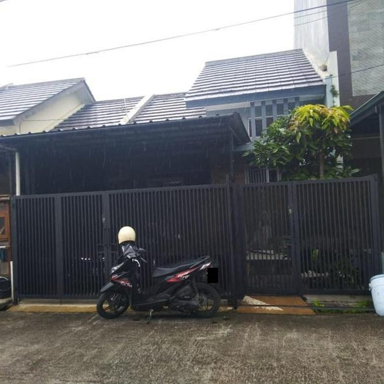 Rumah Bagus Terawat di Diamond Residence, Manglid