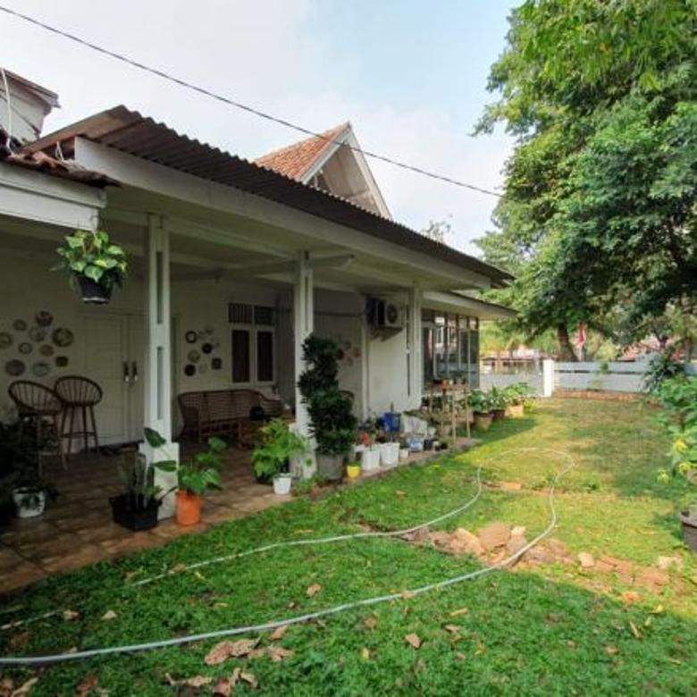 Rumah Tua, Terawat, Hoek, Taman Luas di Gandaria, Kby Baru