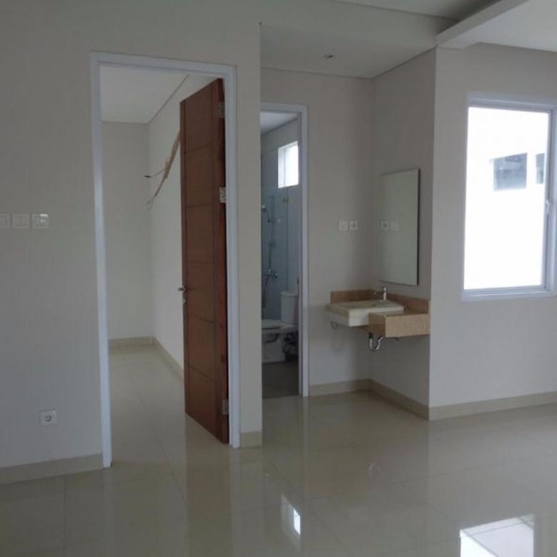 Exclusive Townhouse Pondok Labu Ada Kolam Renang 3 Lantai