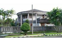 Rumah Megah Strategis Siap Huni