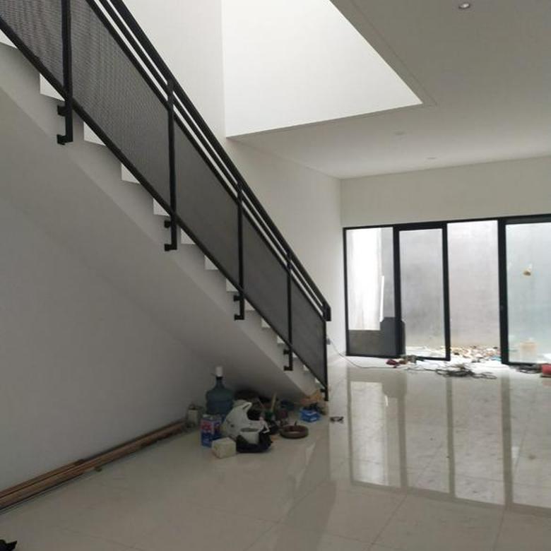 2 Unit Rumah Bangunan Baru 100 % Situsari Buahbatu  Bandung
