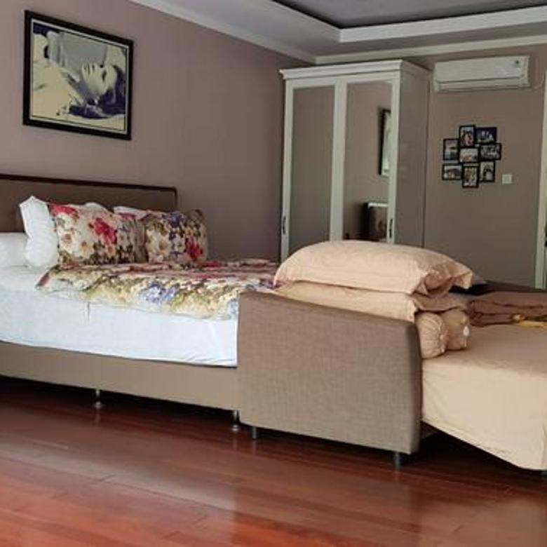 Rumah Cantik Sudut Minimalis Tropis, di kebayoran Bintaro Jaya
