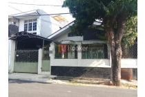 Rumah Tua 2 Lantai Di Jalan Sumbinh, Area Jakarta Selatan
