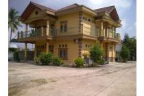 rumah mewah area borang dng halaman luas, Palembang