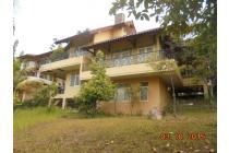 Villa dengan view yg cantik, harga menggiurkan di Gunung Geulis