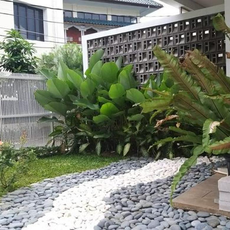 RUMAH 3 Lantai, BARU BER-GAYA MODERN di PINANG SUASA, PONDOK INDAH, Kebayoran Lama, Jakarta Selatan