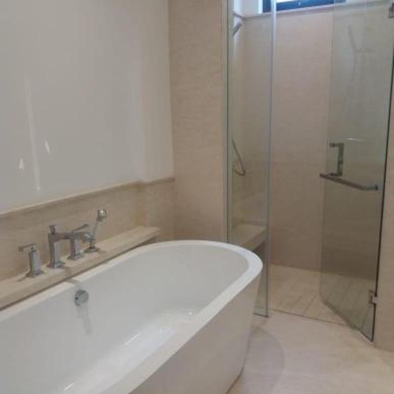Lokasi tenang, low rise apartment, 4 Kamar tidur, semi furnish, $4500/month