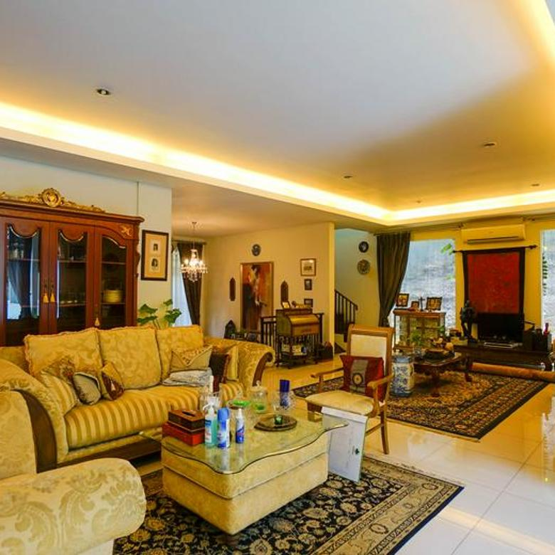 Rumah di Kemang, Jakarta Selatan ~ Semi Furnished ~ Swimming Pool ~ Lokasi Tenang