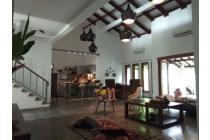 LUAS dan TERAWAT. Rumah SEMI FURNISHED di REMPOA, Ciputat Timur