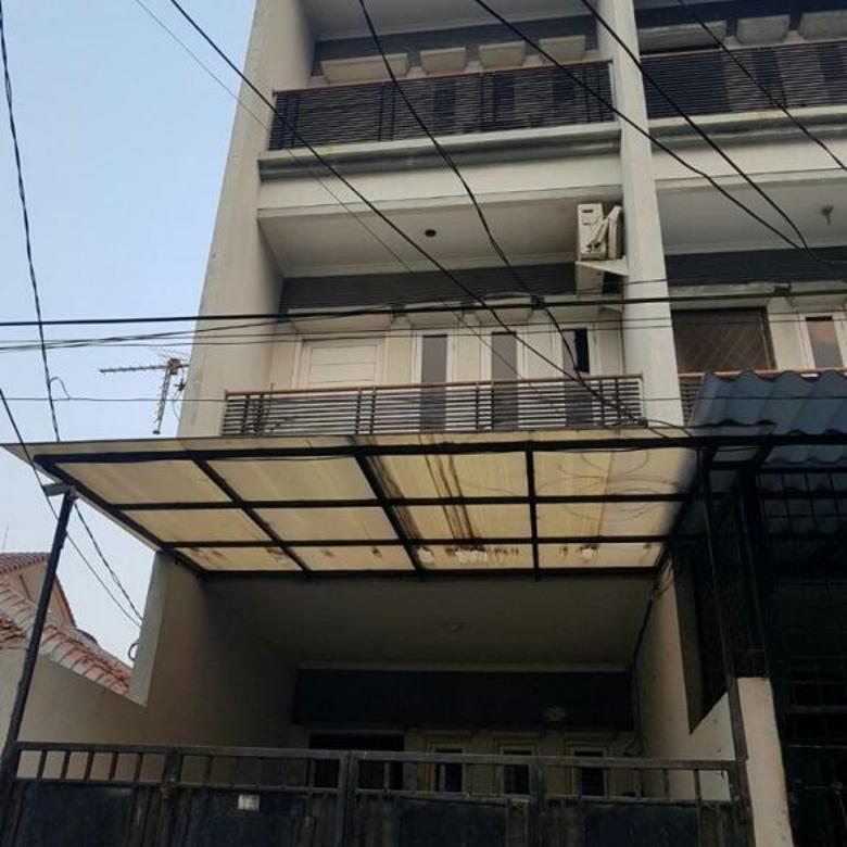 Disewa Rumah Ukuran 4x15m di Jelambar Jakarta Barat