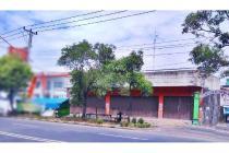 Ruang usaha di area niaga dan kampus Jebres