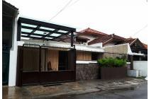 Rumah  Terawat Full Furnish Lingkungan Nyaman di Pucang Anom