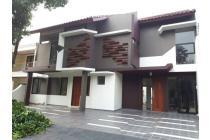 Rumah Baru Luas Lokasi Depan Taman di Puri Bintaro
