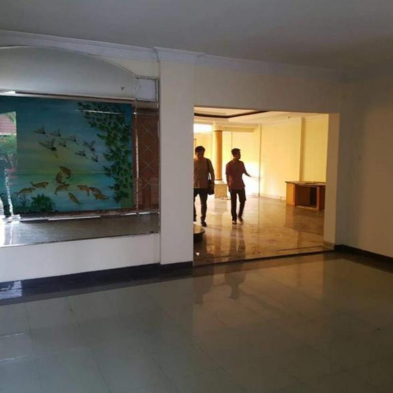 Rumah di Griyaloka 3 lantai