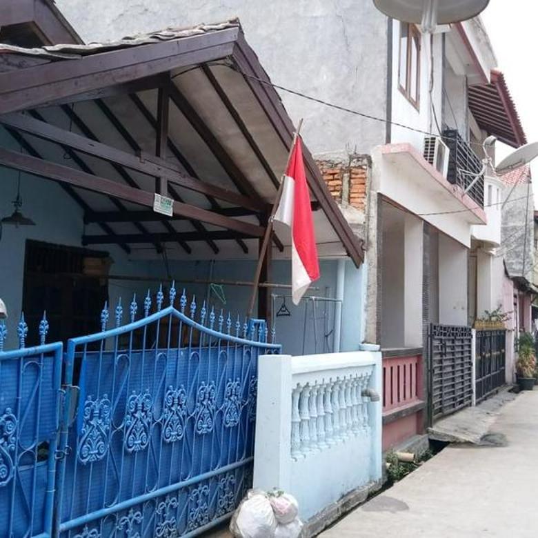 Rumah Lama Dalam Komplek Perumahan Di Kota Bekasi