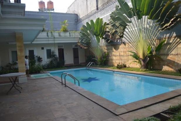 disewakan rumah cantik ada kolam renang di pondok indah