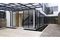 Dijual rumah baru gaya modern Glass House Tropical di Pesanggrahan Jakarta