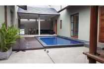 Dijual luxury villa berlokasi di jalan dewi saraswati