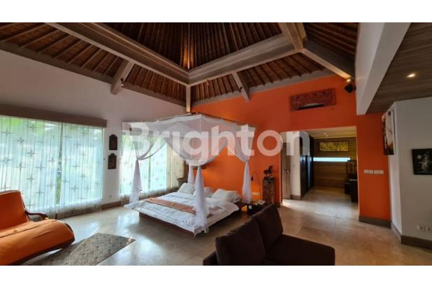Rp64mily Vila Dijual