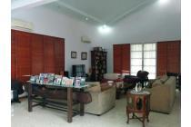 Rumah cantik siap huni dlm kompleks polri di Ampera, jalan lebar 5 menit ke Simatupang area dan Kemang