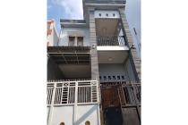 Rumah 2 Lantai SHM Surabaya Barat Posisi Strategis dekat Jalan raya & Tol