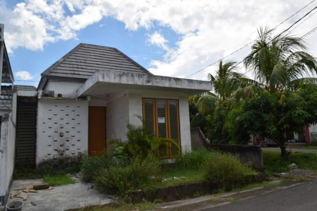 rumah di kompleks perumahan sandik gunung sari