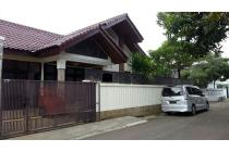 Rumah Dijual di Prapanca, Jakarta Selatan, Di Hoek, 4 KT, SHM, LT 330 m2