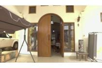 Dijual rumah luas di pondok gede 6KT 4KM, bisa untuk kantor