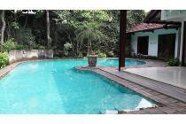 Rumah Kemang Jakarta selatan disewa ada kolam renang bagus, HUB 0817782111