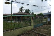 rumah dengan halaman luas dihandil