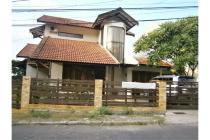 Sewa Rumah Besar Arsitektur Villa di Bukit Sari Gombel Semarang