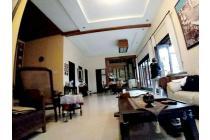Rumah Bagus Kayu Jati Ada Kolam Renang di Sengkaling