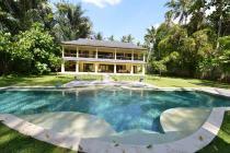 Rumah villa halaman luas lengkap dengan kolam renang, di Klungkung Bali