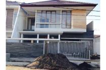 Dijual Rumah Nyaman Strategis di Manyar Surabaya