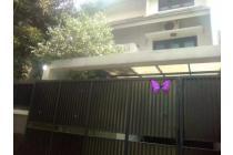 Disewakan Rumah 3 lantai di Tebet, Jakarta Selatan