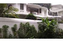 Dijual rumah mewah 2 Lt. di Jl.Kemang IV Jakarta Selatan