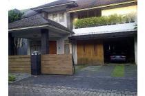 Rumah Mewah harga Murah ada Kolam Renang di Rempoa, Tangerang Selatan.