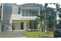 Jual rumah mewah minimalis Graha Family 2lt 7,75M nego