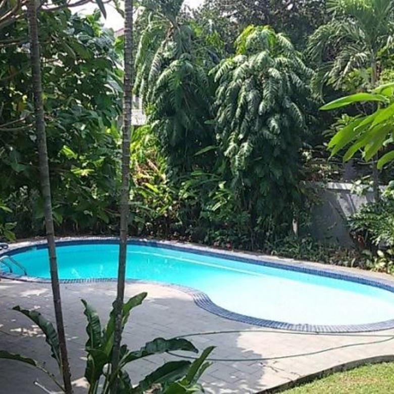 Rumah di Kemang Selatan, 1 Lantai, 4 KT, Private Pool,SHM.Luas Tanah 900 m2