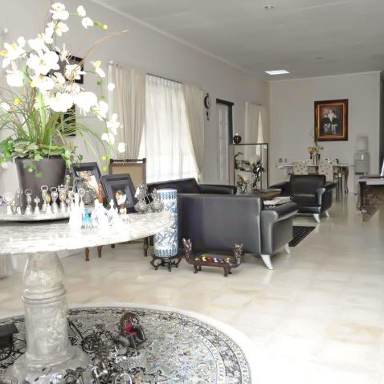 Villa Sangat Luas, Di Cisarua, Puncak