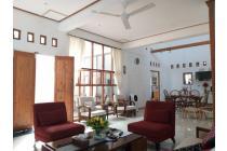 Rumah mewah klasik LT.254m plafon tinggi di Jl. Palagan km.8