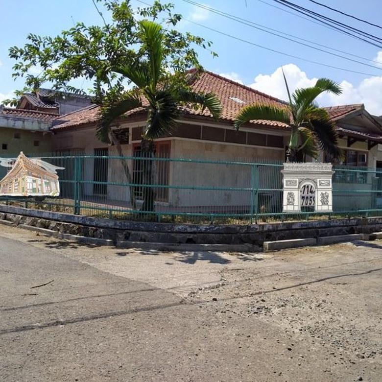 Dijual rumah lama Jl CANDRAWULAN Buah Batu BAndung