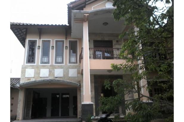 villa ada kolam renang di karangpandan
