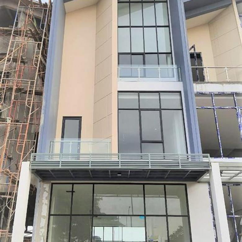 RECOMMENDED Ruko exclusive 3 lantai 5x17 hadap Boulevard Utama komplek New East JGC Jakarta Garden City