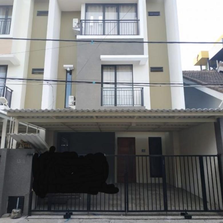 Disewakan Cepat Rumah 3 lantai Bangunan Baru di Klampis